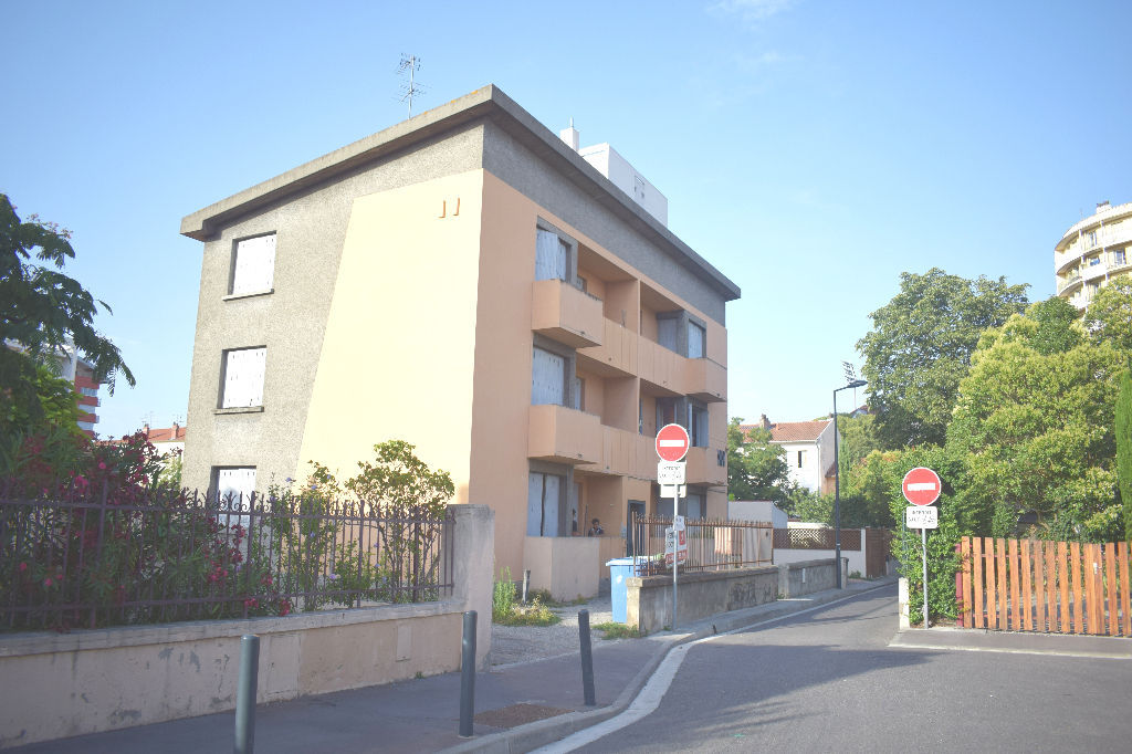 barrieres-de-paris-appartement-t3-avec-garage-ferme