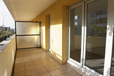 TOULOUSE 31200 limite AUCAMVILLE - Appartement T3 traversant avec grand balcon et garage