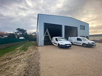 ENTREPOT /LOCAL INDUSTRIEL 330m2